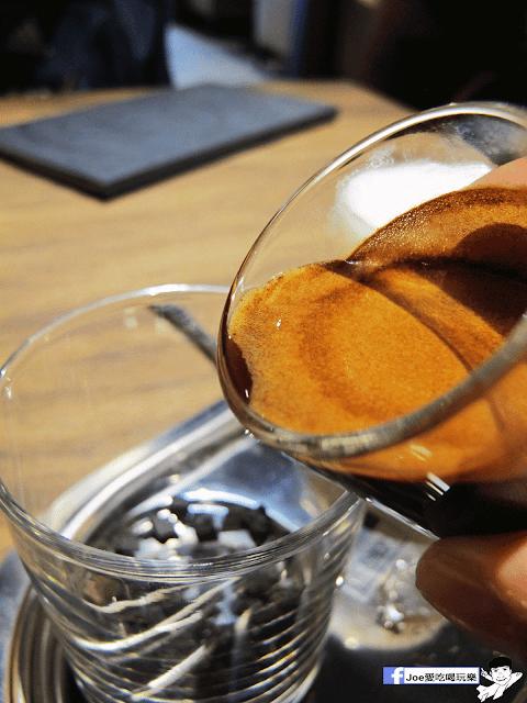 IMG 6484 - 【台中美食】公益路下午茶新選擇,來自南台灣的黑浮咖啡來台中插旗啦!!!還有下午茶優惠喔!! @黑浮咖啡公益店