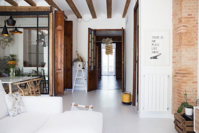 salón y pasillo de estilo nuevo rústico