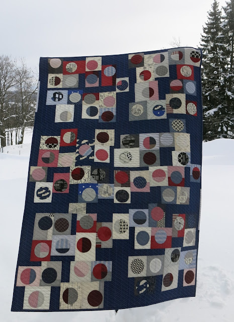 Quilty 365 - Hand applique circles - First quilt finished