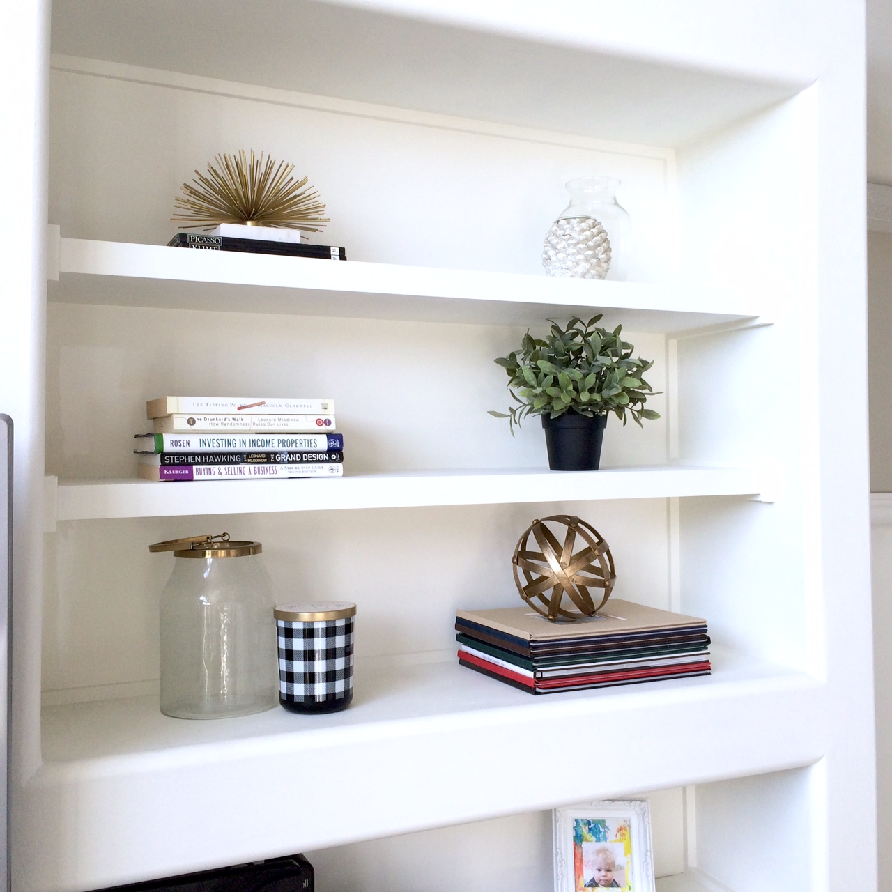 How to style a bookcase | Harlow & Thistle - Home Design ...