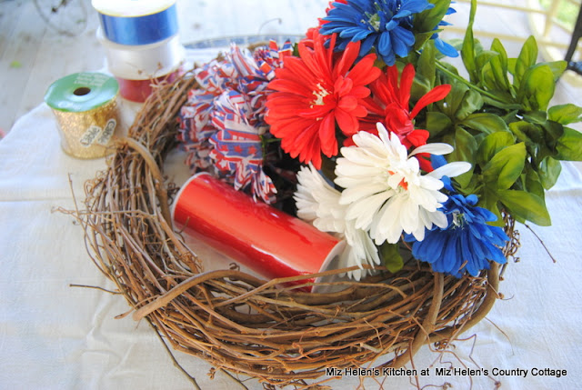 Patriotic Door Wreath at Miz Helen's Country Cottage