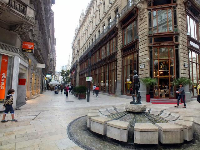 paseando por las tiendas de budapest