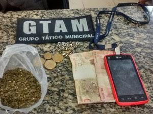 Elemento é preso pela Guarda Civil por vender maconha em barraca de feira, em Boa Vista (RR)