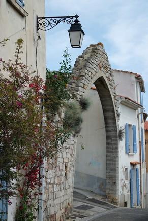 hyères var ville haute vieille médiéval moyen âge porte princes