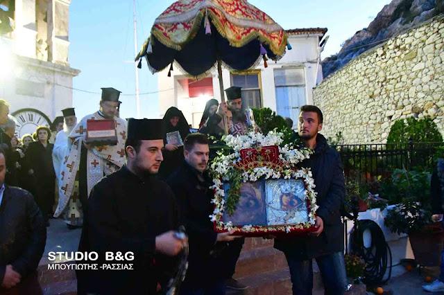 Λιτανεία της θαυματουργής εικόνας της Παναγίας της Πορτοκαλούσας στο Άργος (βίντεο)