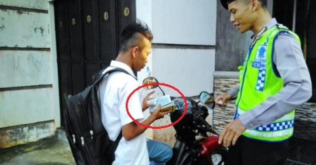 Di Kab. Trenggalek Polisi Menilang Dengan Menghafal Surat Yasin