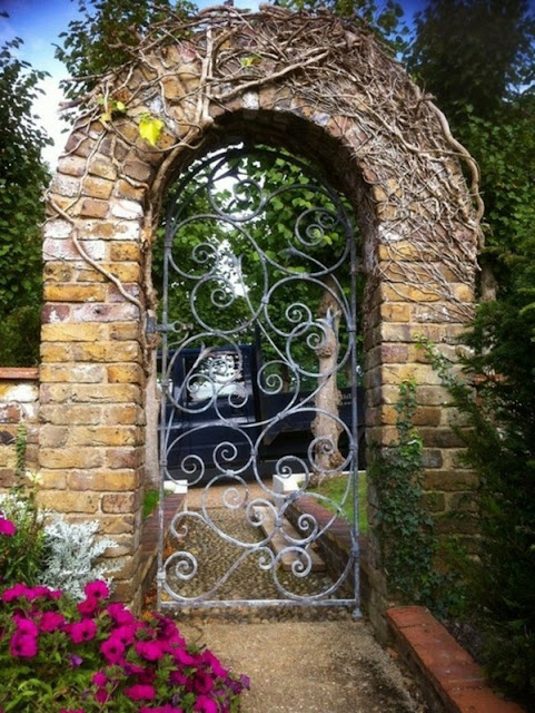 A Very Nice Looking Garden Gate Build Itself