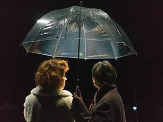 """""""Στον πάγο"""" της Μπραϊόνι Λέιβερι, σε σκηνοθεσία Γλυκερίας Καλαϊτζή, σε συμπαραγωγή του Θεάτρου Τ και του ΔΗ.ΠΕ.ΘΕ. Κοζάνης."""