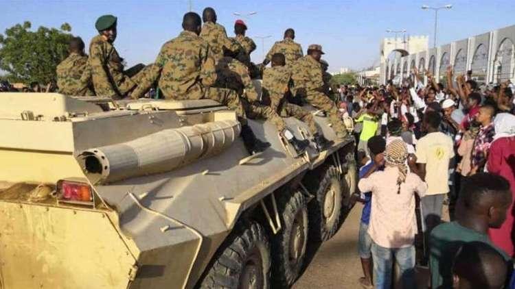 الجيش السوداني: ندعو للالتزام بحظر التجوال حتى تؤدي القوات المسلحة واجبها في حفظ الأمن والسلامة العامة والحفاظ على أرواح وممتلكات المواطنين
