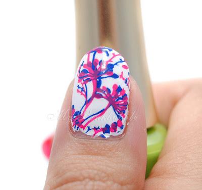 Manicura nailart plumas flores detalle