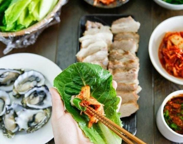 Làm món thịt lợn luộc đặc biệt thơm ngon theo bí quyết của người Hàn Quốc