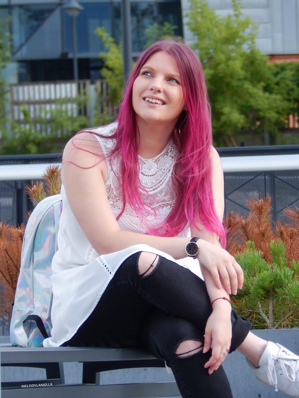 18 holograficzny plecak betterlook.pl farby venita różowe włosy jak pofarbować włosy kolorowe włosy ombre pink hair paul rich watches zegarek czarne jeansy z dziurami modna polka lookbook