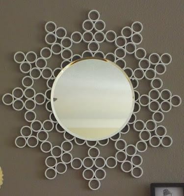 Bingkai cermin dari gulungan tisu