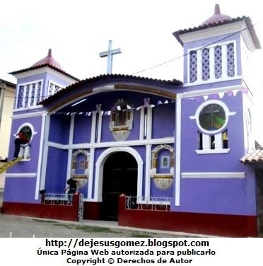 Iglesia por fuera de Santa Cruz de Andamarca. Iglesia tomada por Jesus Gómez
