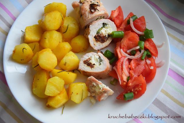 Roladki z indyka z fetą, suszonym pomidorem i bazylią