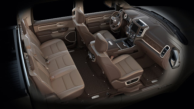 Interior view of 2019 Ram 1500 Longhorn Crew Cab 4X4