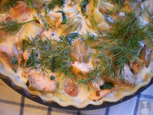 Pastel de salmón con espinacas y setas: relleno en molde