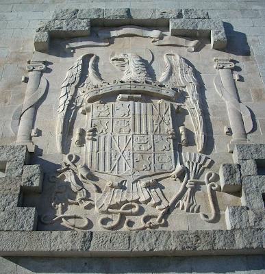 Breve gu a para reconocer un escudo franquista y no irte - Baneras de piedra ...