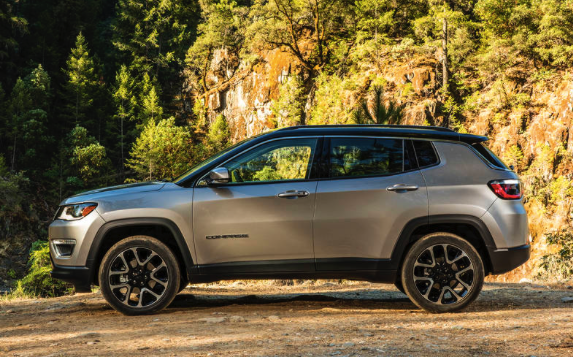 2017 jeep compass trailhawk review car and driver review. Black Bedroom Furniture Sets. Home Design Ideas