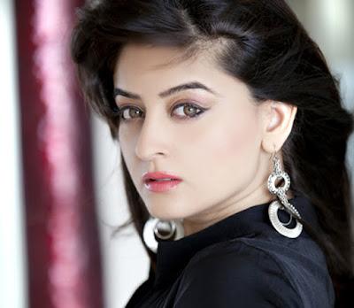 Biografi Mahhi Vij   Biodata  Nama lengkap : Mahhi Vij Profesi : Aktris, model Tanggal lahir : 1 April 1982 Tempat lahir : Delhi, India Zodiak : Aries Tinggi badan : 155 cm Pasangan : Jay Bhanushali (m. 2011) Akun Twitter : @vijmahhi Akun Instagram : @mahhivij   Biografi    Mahhi Vij adalah seorang aktris dan model India. Ia mengawali karir beraktingnya pada tahun 2007 lewat perannya dalam seral Akela. Ia juga sempat menjadi model video klip terkenal Tu, Tu Hai Wahi, dimana dia terlihat sangat cantik. Namanya mulai melejit saat ia mendapat peran utama sebagai Nakusha dalam serial Laagi Tujhse Lagan pada tahun 2009 lalu, dan kini serial ini tayang di ANTV. Selain bermain dalam serial televisi, pemeran Nakusha ini juga beberapa kali tampil dalam film layar lebar dan reality show.  Film film layar lebar yang pernah ia bintangi antara lain yaitu Aparichithan bersama bintang terkenal Mamoothy. Mahhi Vij juga beberapa kali tampil di acara televisi seperti Jhalak Dikhla Jaa Season 4, Fear Factor: Khatron Ke Khiladi, dan Nach Baliye 5. Nah di Nach Baliye 5 ini, Mahhi Vij tampil bareng sang suami Jay Bhanushali dan berhasil menjadi pemenangnya. Bagi kamu penggemar serial Anandhi, tunggu penampilan Mahhi Vij ini di serial