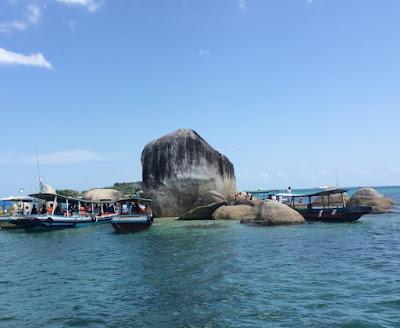 Pulau Batu Berlayar - Belitung