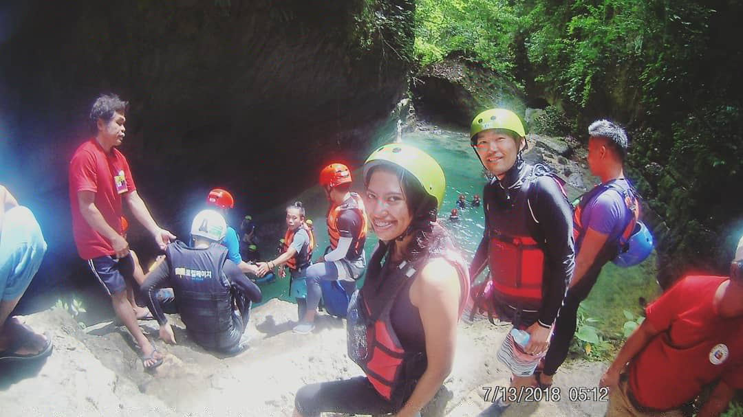 First jump on Kawasan Falls canyoneering tour