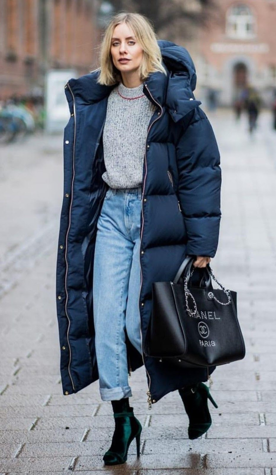 warm outfit to try this winter / parka coat + boyfriend jeans + velvet boots + bag + grey sweater