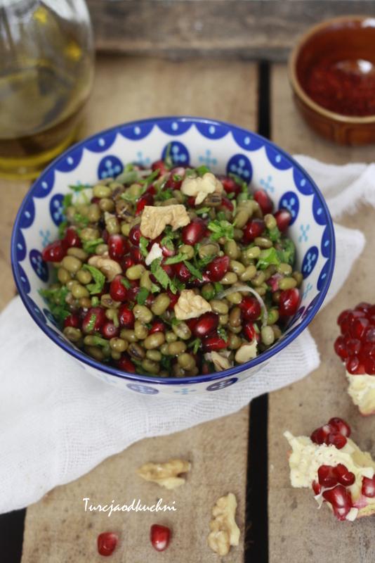 Sałatka piyaz z fasoli mung / Maş fasulye piyazı