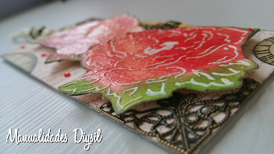 Tag rosas distress ink con relieve