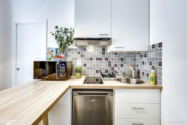 cocina con electrodomésticos de tamaño reducido