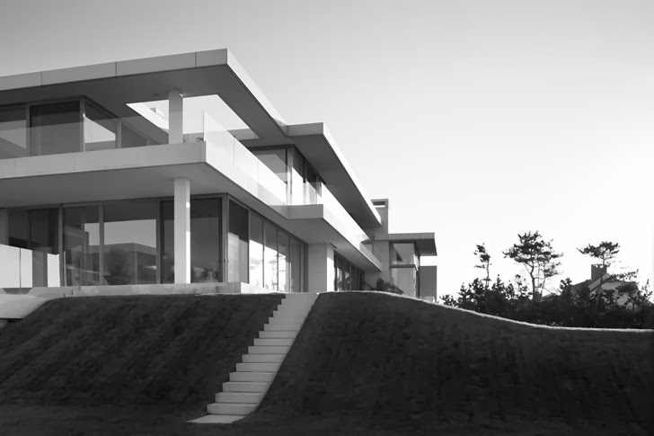 Modern Mansion in Southampton by Sawyer and Berson