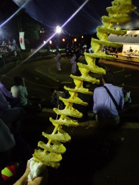 世田谷八幡宮大祭では珍しい露店が出ています。