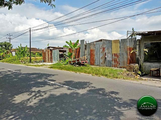 Gudang tepi jalan Imogiri Barat Km 8