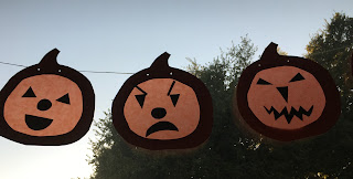 Tutorial for a jack-o-lantern window garland...  http://webloomhere.blogspot.com/2016/10/jack-o-lantern-window-garland.html