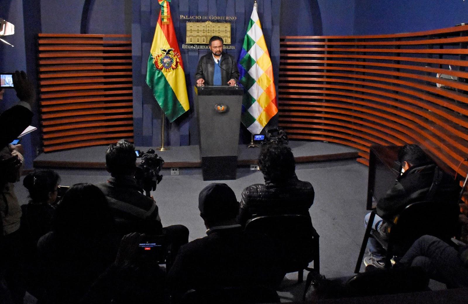 Ministro Rada en conferencia explicó que solo hubo bloqueos en cinco capitales / ABI