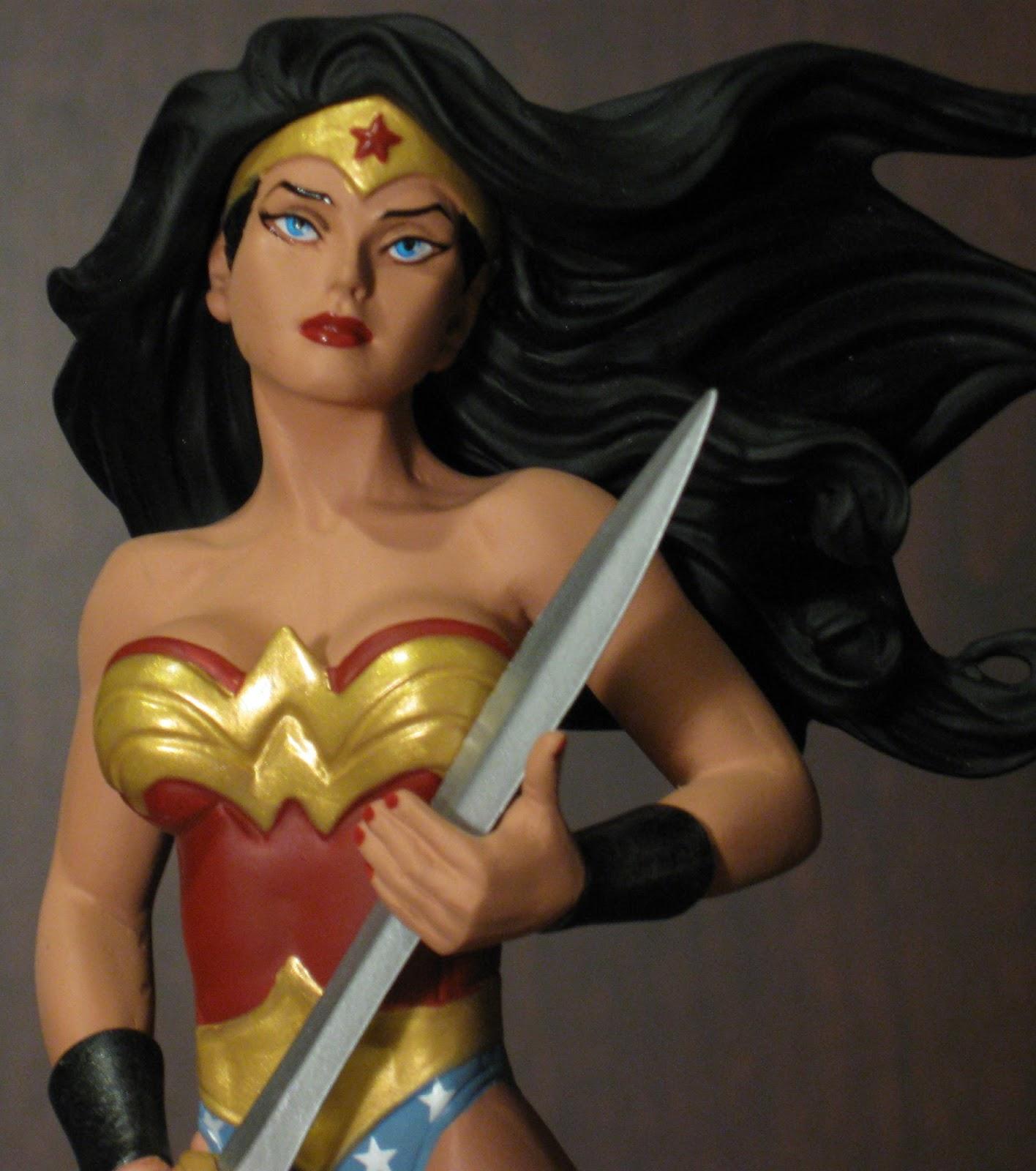 The Toyseum Wonder Woman Adam Hughes Art Of War Statue