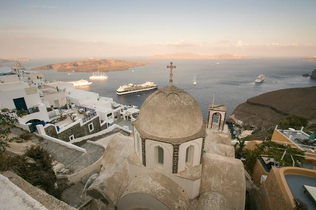 Panorama e chiesa da Fira-Santorini