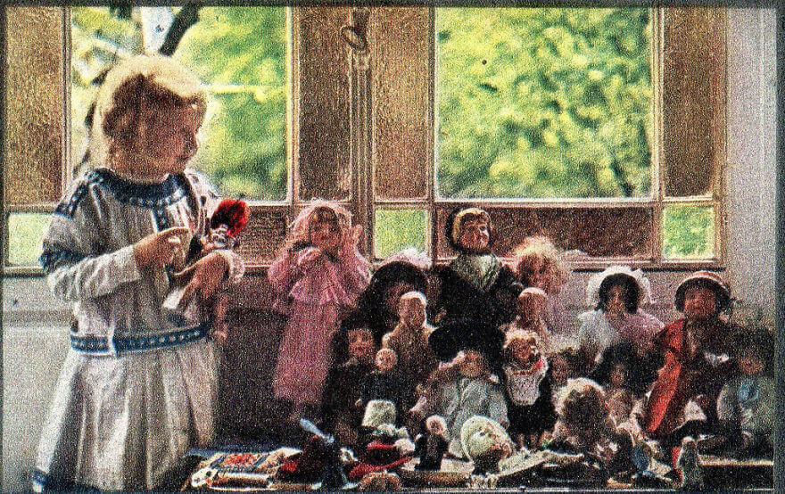 40 Old Color Pictures Show Our World A Century Ago - Louis Lumière's Daughter And Her Dolls, 1913