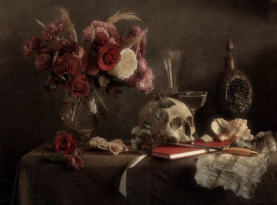 """memento mori and memento La sensibilità degli antichi romani per il tema della morte, e quindi per la vita stessa, era molto forte e si esprime nella famosa locuzione latina """"memento mori."""