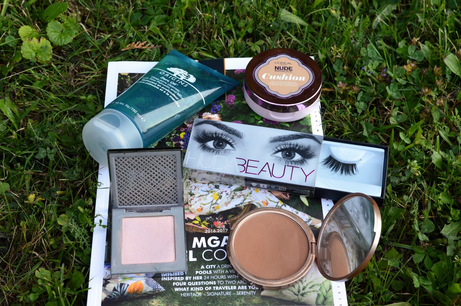 Urban Decay Aura, Urban Decay Bronzed, Origins Zero Oil, Huda Beauty, L'Oreal Paris Nude Magique Cushion