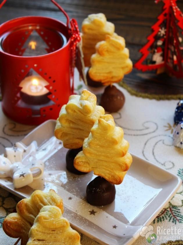 dolcetti di natale pasta sfoglia a forma di alberello