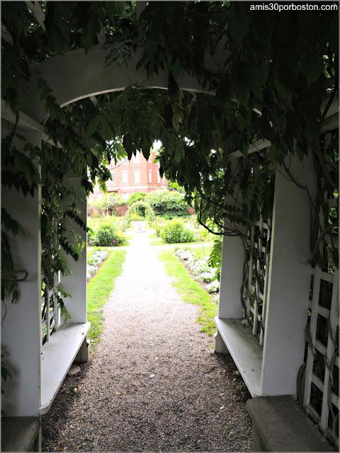 Entrada al Jardín de la Mansión Ropes en Salem