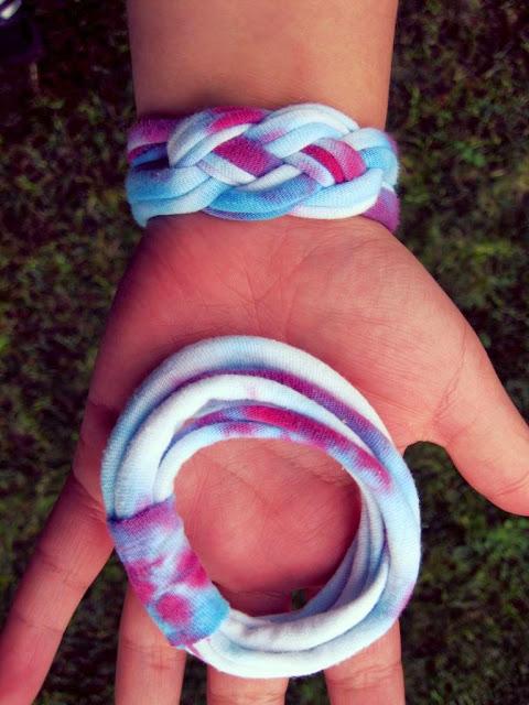 t-shirt bracelet, tie dye bracelet, t shirt bracelet, DIY, t-shirt upcycle,