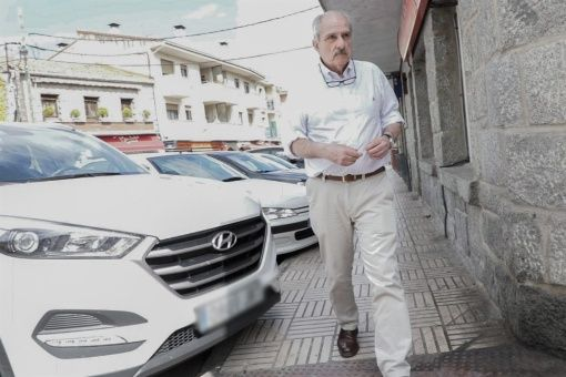 Captan a genocida argentino libre por las calles de España