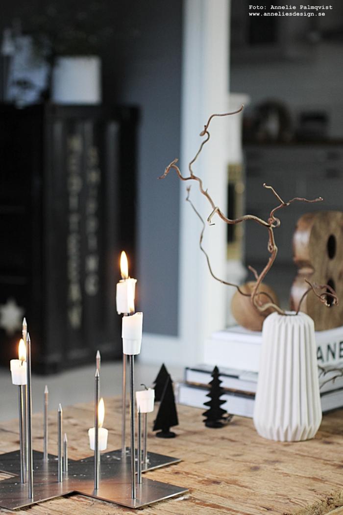 inredning, annelies design, vardagsrum, jul, julen, julpynt, oohh, gran, granar, siffra, ljusstake, candle cross, ljusstakar, dekoration, boll ,trären, trärent, trärena,