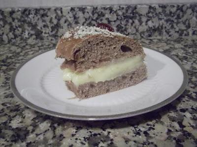Roscón de Reyes de cacao al brandy relleno de crema pastelera