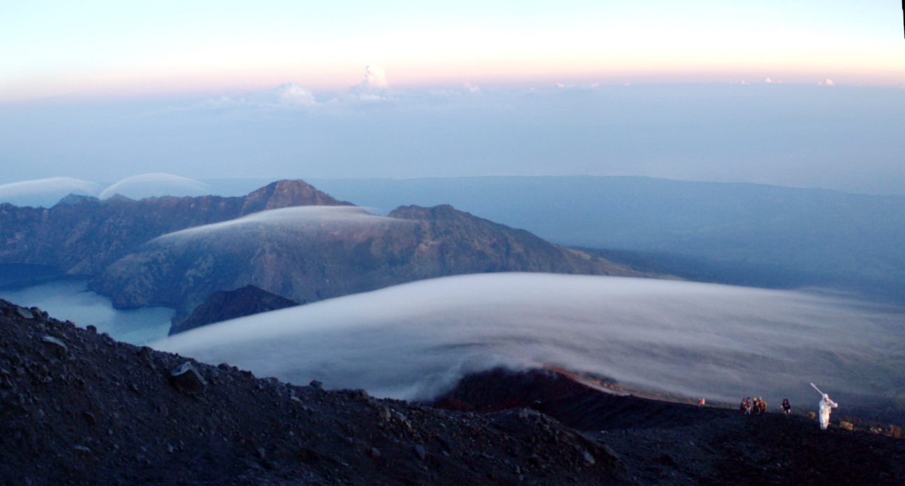 Go to the summit 3726 meters of Mount Rinjani