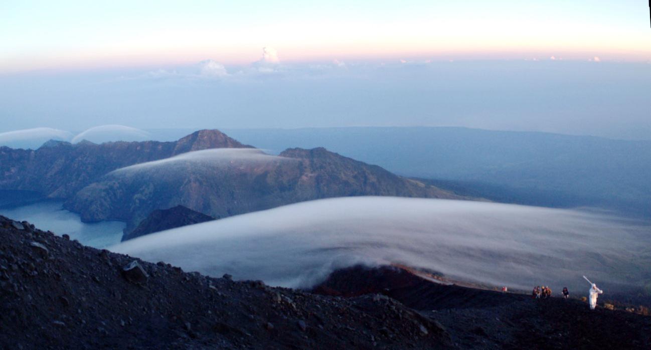 Go to the summit 3726 meters of Mount Rinjani
