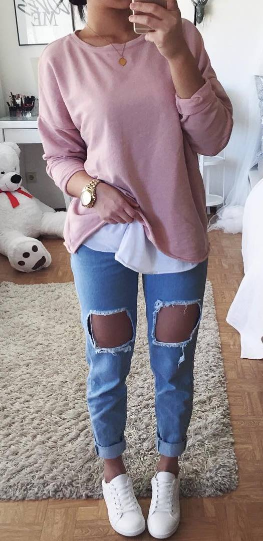 casual style addict: sweatshirt + ripped jeans