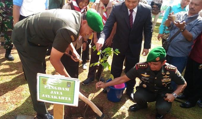 Peringati HJK Ke-72, Pangdam Jaya Tanam Pohon